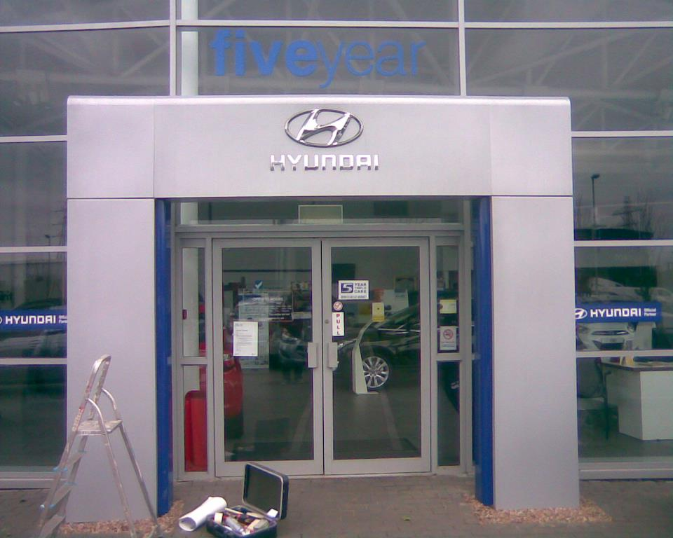 hyundai branch full window glass signs and business signs